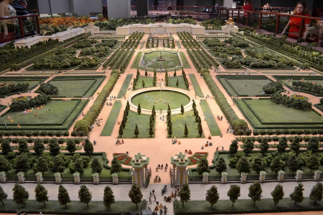Верхний парк Большого дворца в Петергофе