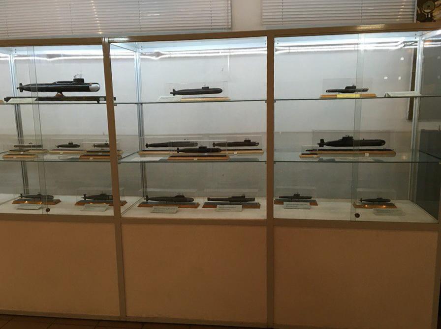 Стенд с макетами подводных лодок