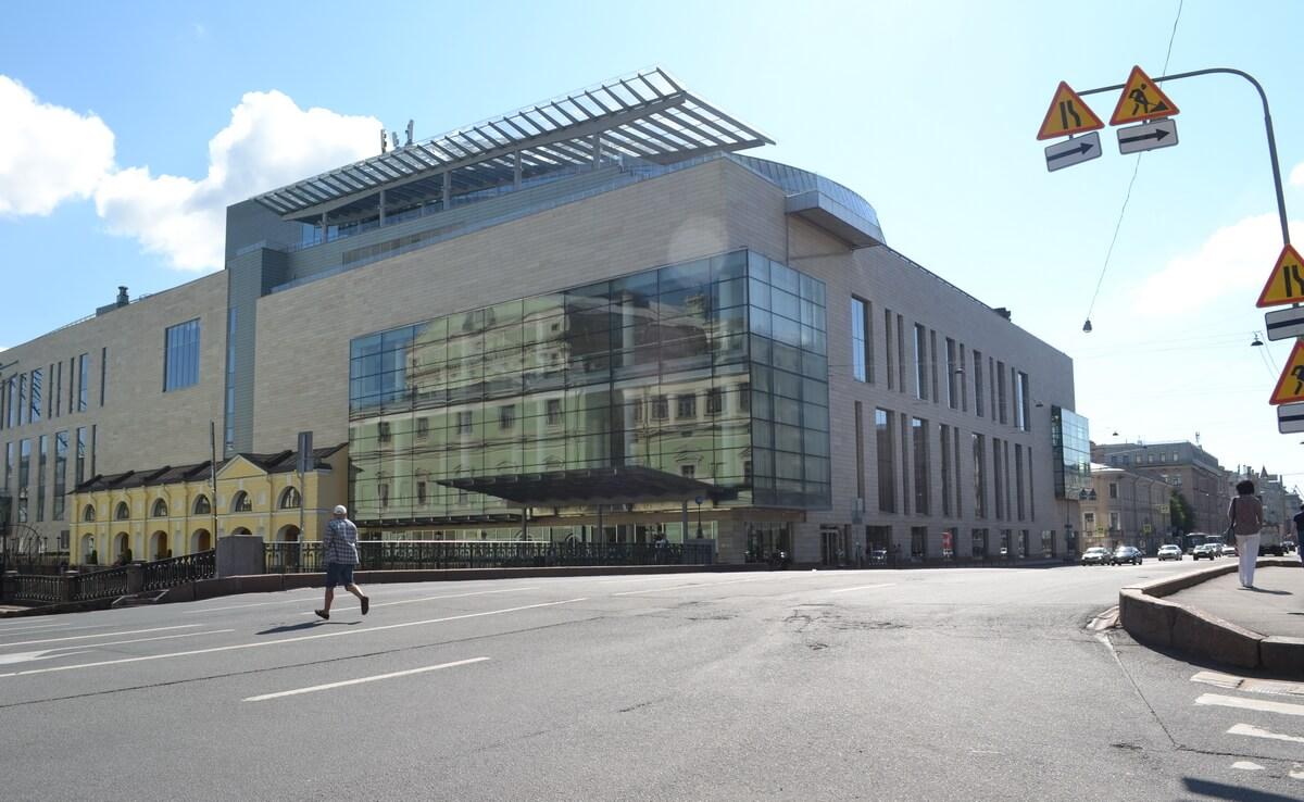 Вторая сцена Мариинского театра - здание из стекла и бетона