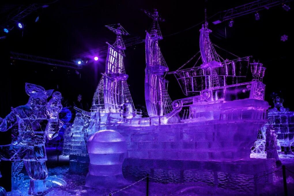Ледовые скульптуры в Петропавловской крепости