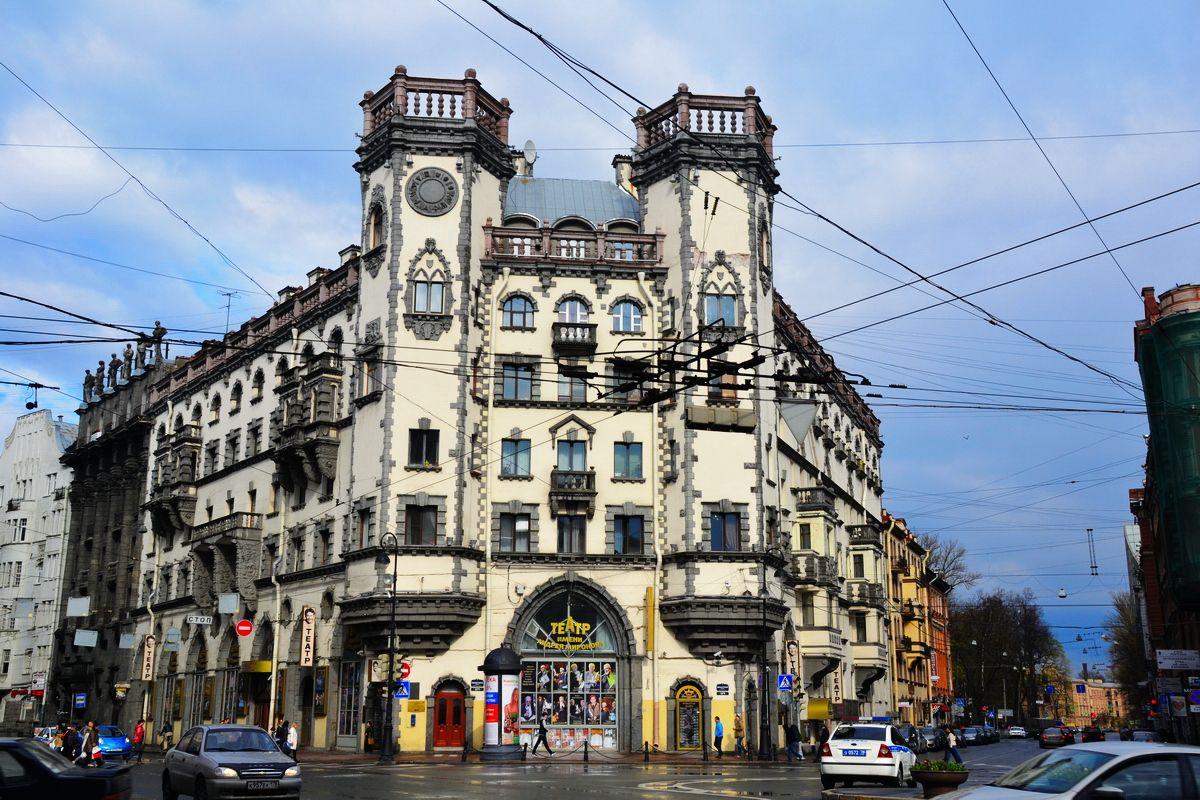 Прогулки по дворам и парадным Петроградской стороны