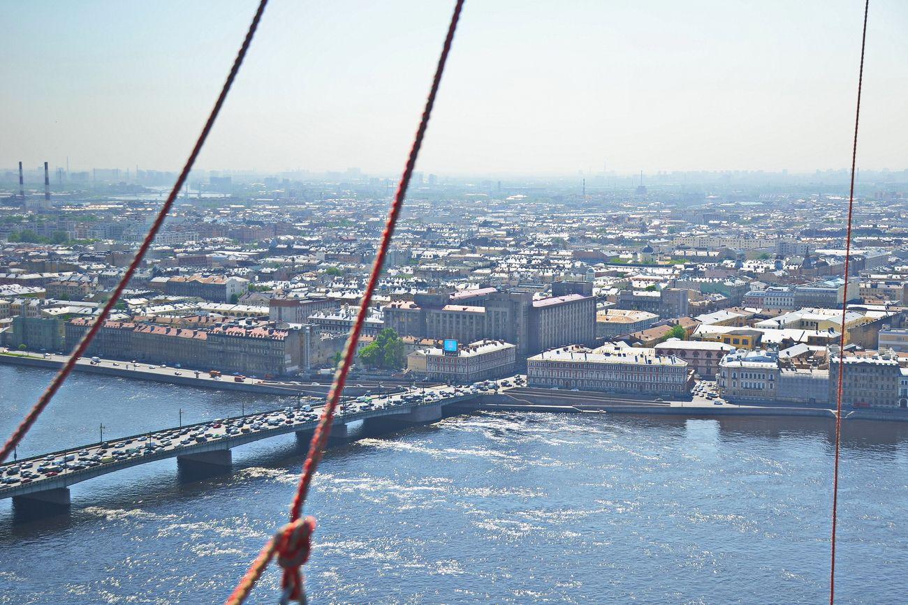 Вид на Литейный мост и т.н. Большой дом