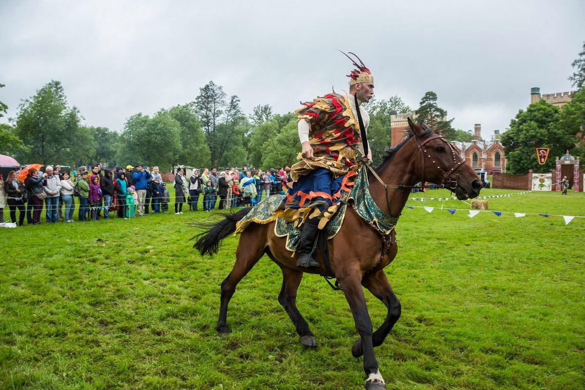 Зрителей ждут захватывающие дух конные трюки