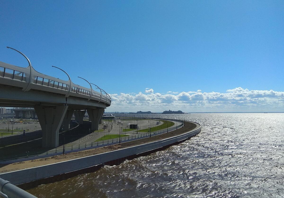 Вид с Яхтенного моста на залив