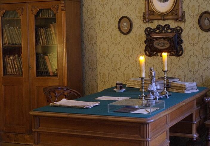 Письменный стол писателя