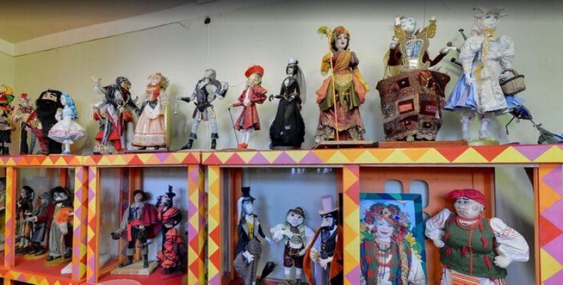 Музей кукол зовет посмотреть на старинные свадебные наряды