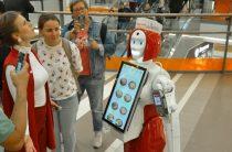 Робот-андроид сети «Теремок» по имени Маруся вызвал ажиотаж в Петербурге