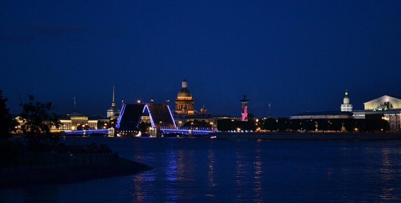 5 самых популярных ночных экскурсий по Петербургу