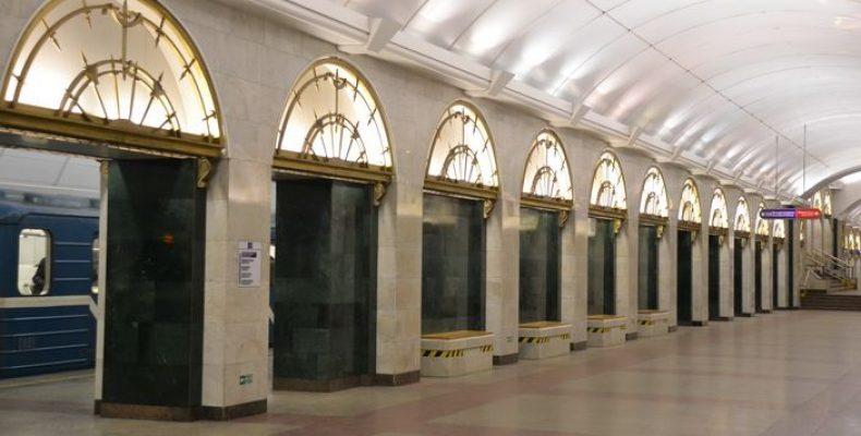 В метро СПб запустили бесплатный широкополосный Интернет