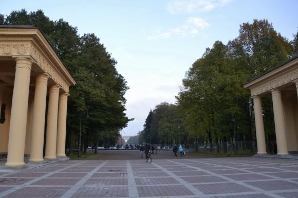 Начало Аллеи Героев. Позади - Московский проспект