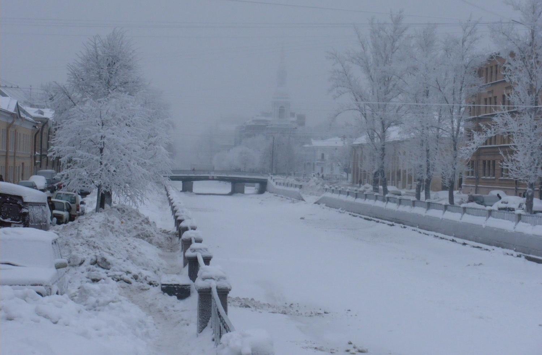 В Петербурге привалил снег