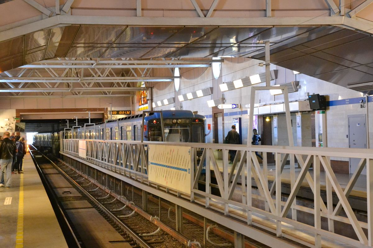 Наземная станция метро Парнас