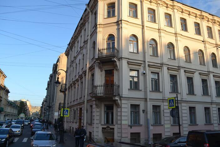 Дом Достоевского в Кузнечном пер.