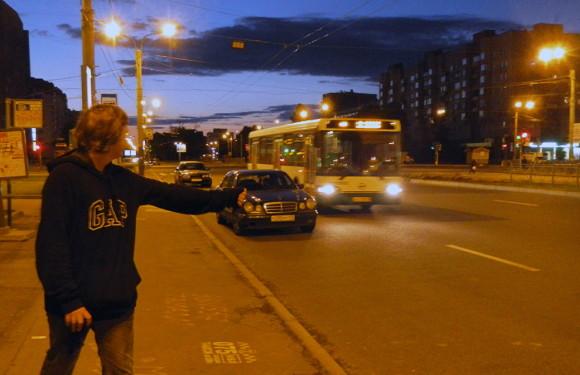Поймать автобус можно на остановках общественного транспорта