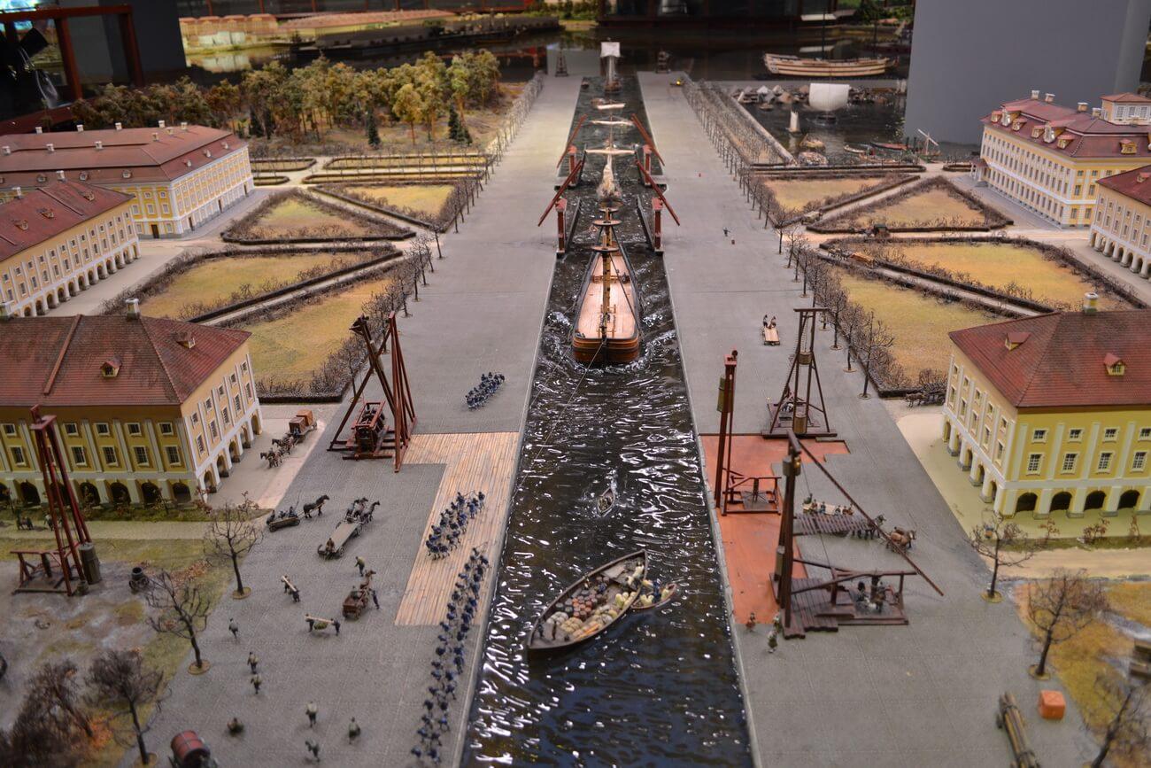 Судоходный канал в Петергофе