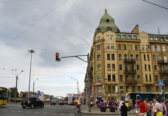 Дом около метро Обводный канал