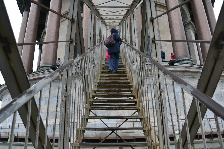 Еще одна лестница на колоннаду