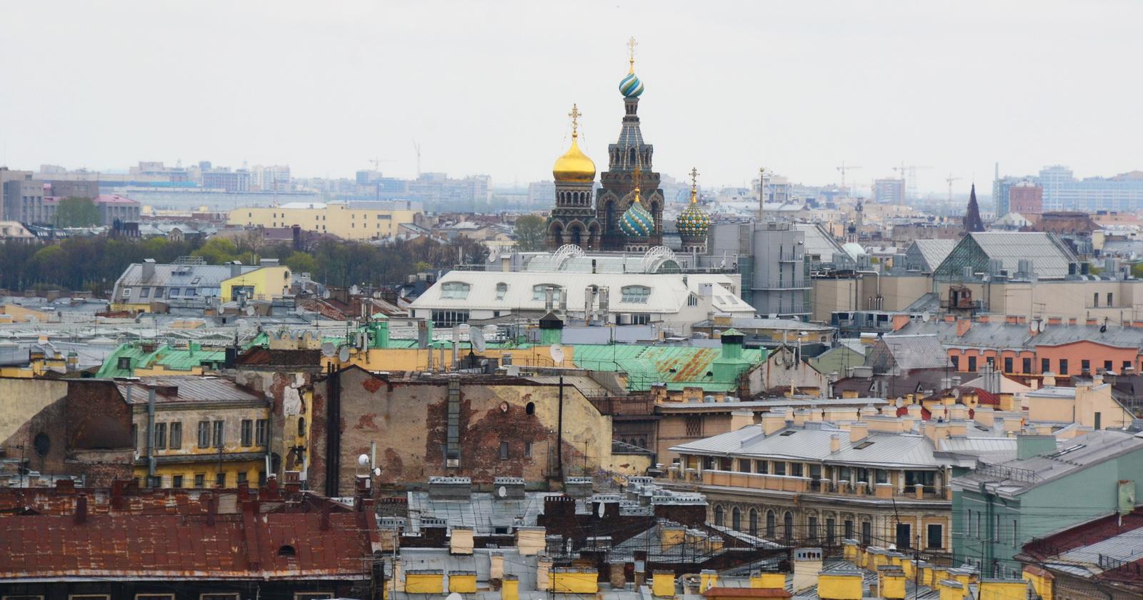 Вдалеке – купола Спаса-на-Крови