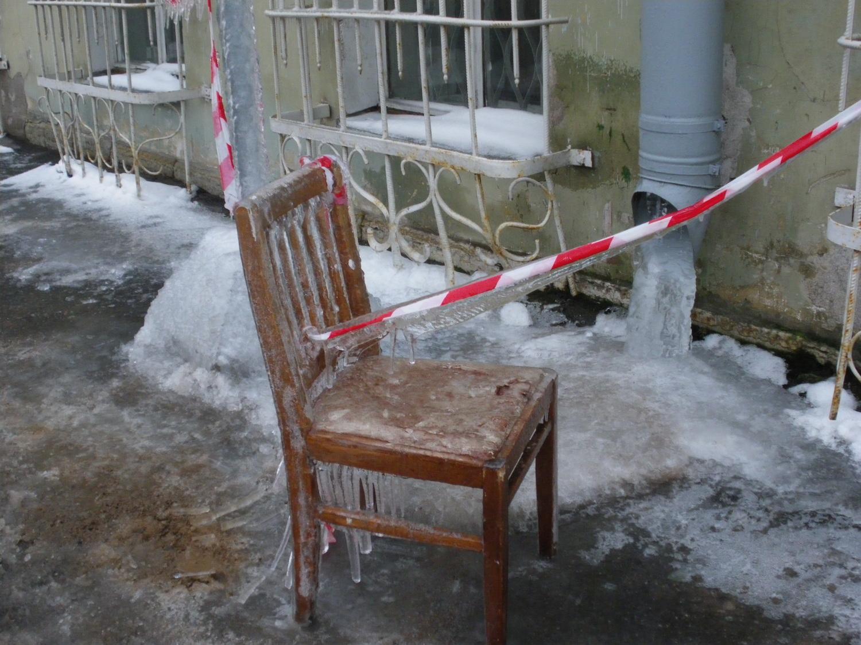 Наледь зимой на улицах СПб