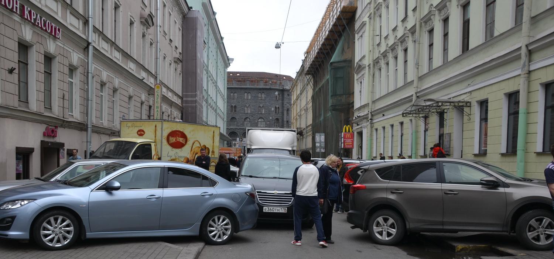 Парковка в центре Петербурга дело непростое