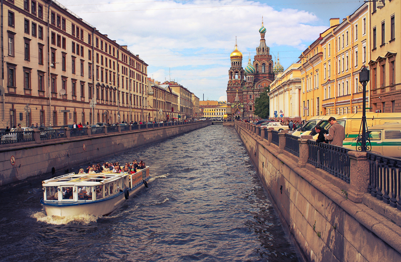 Прогулка на теплоходе по рекам и каналам Петербурга