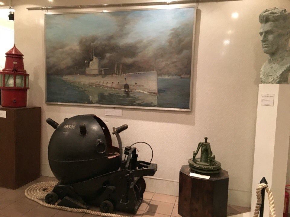 Экспонаты выставки на подлодке