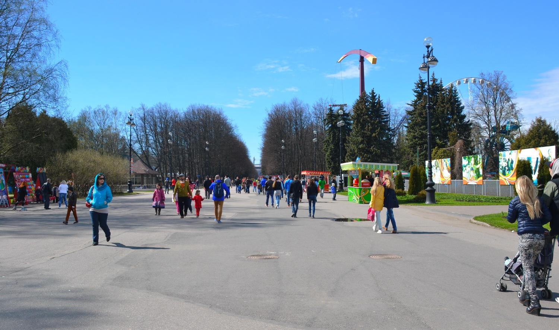 Крестовский остров - парк культуры и отдыха с просторными зелеными зонами