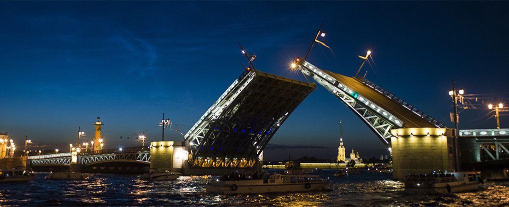 Классический вид - Дворцовый мост и Петропавловка