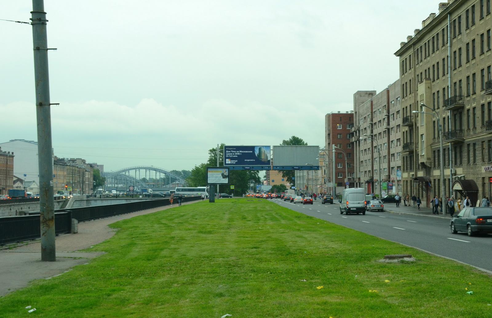 Автовокзал будет примерно через 500 метров