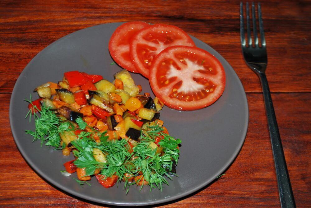 овощи и помидоры