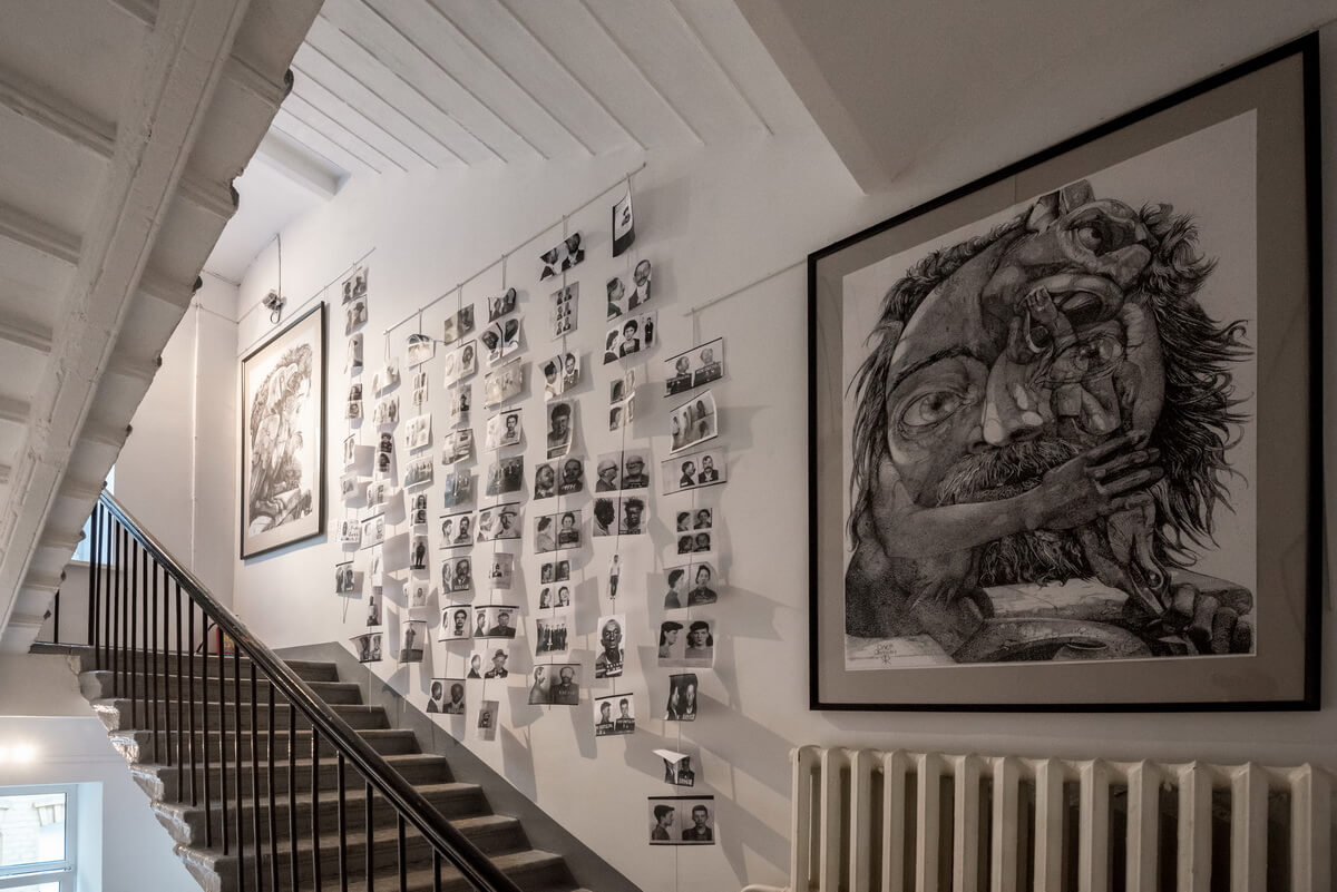 Лестница - тоже один из залов экспозиции в МИСП