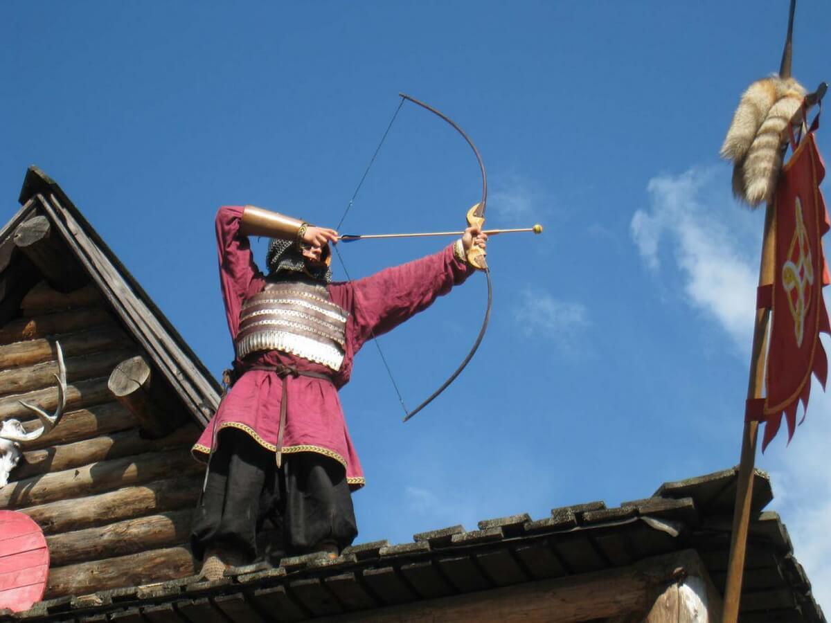 Стрельба из лука - традиционная забава варягов