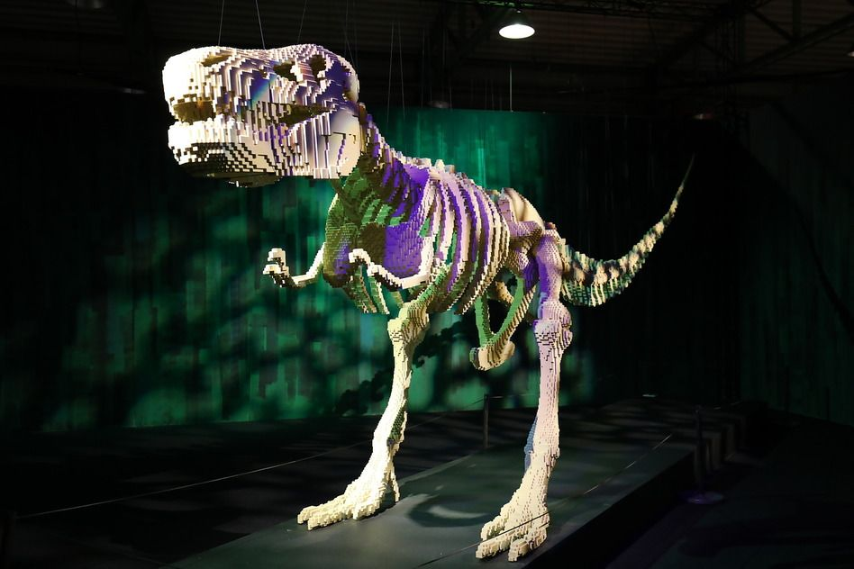 Вполне реалистичный динозавр из кубиков ЛЕГО
