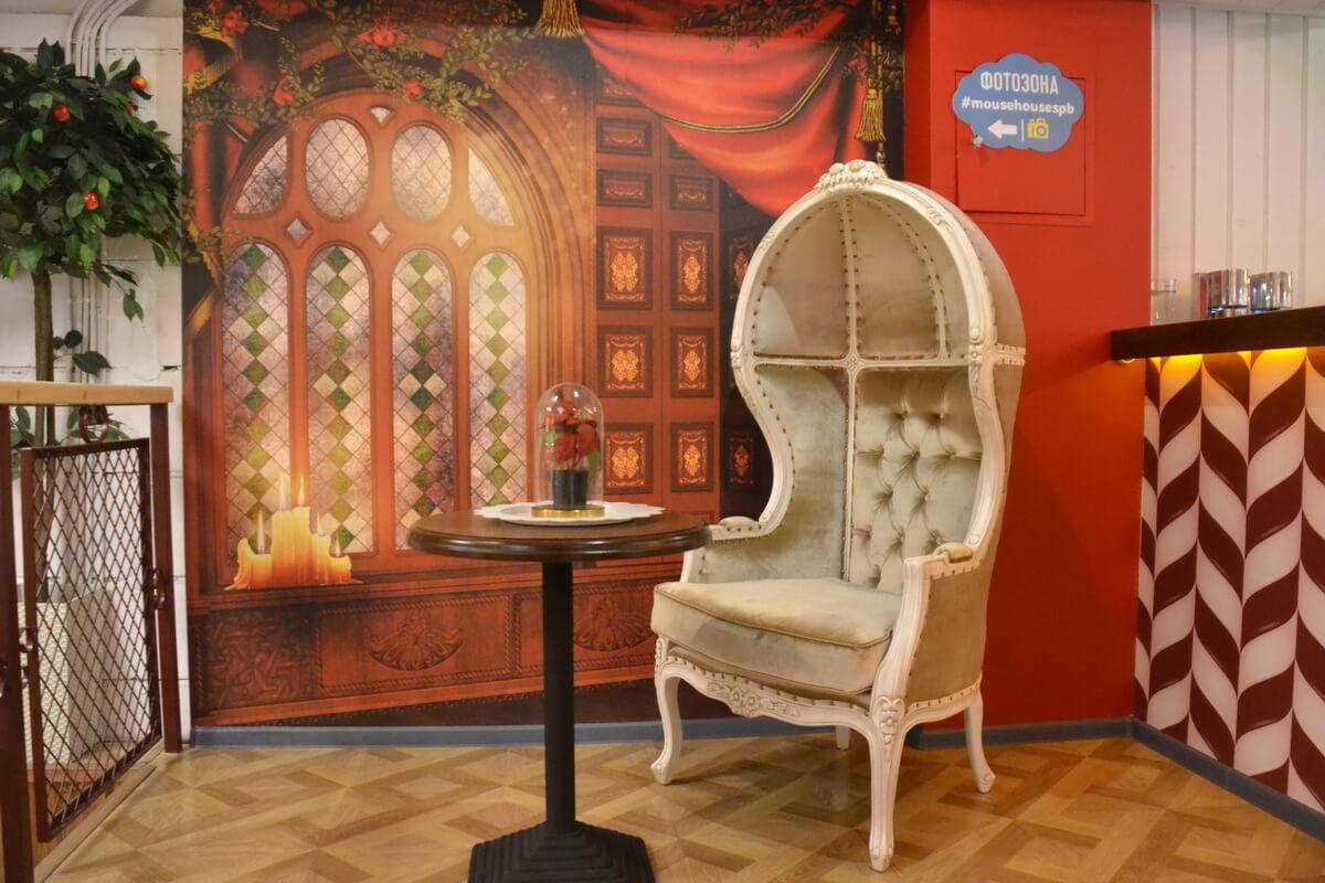 Фотозона - кресло Принцессы