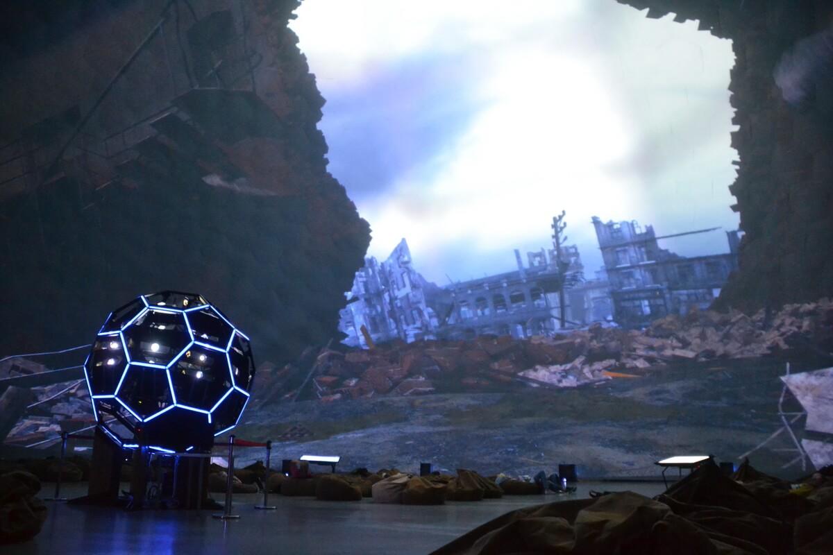 Кадр из фильма о газгольдере-планетарии