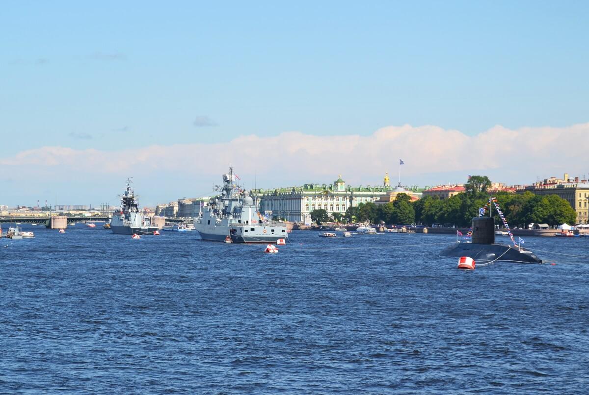 Корабли готовятся ко дню ВМФ