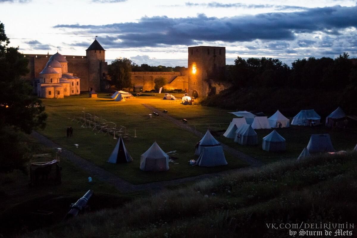 Лагерь воинов в Ивангородской крепости