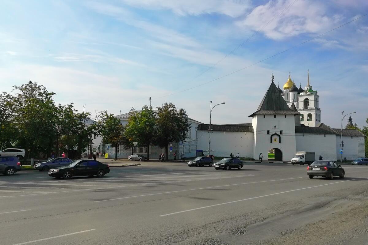 Вход в Кремль через ворота Рыбницкой башни