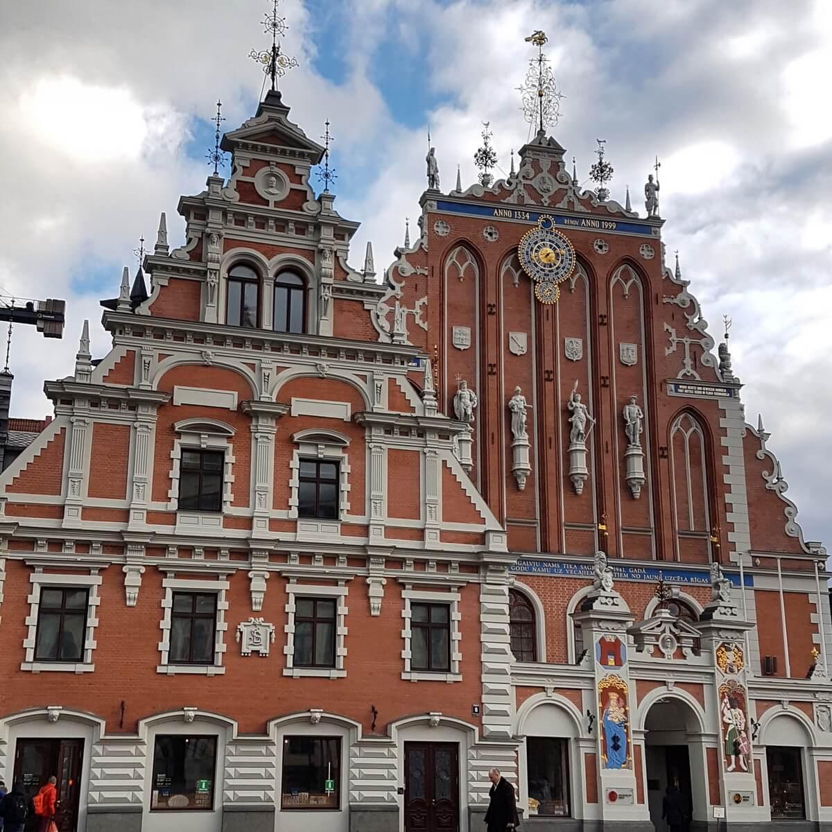 Дом Черноголовых. Находится на Ратушной площади в Риге