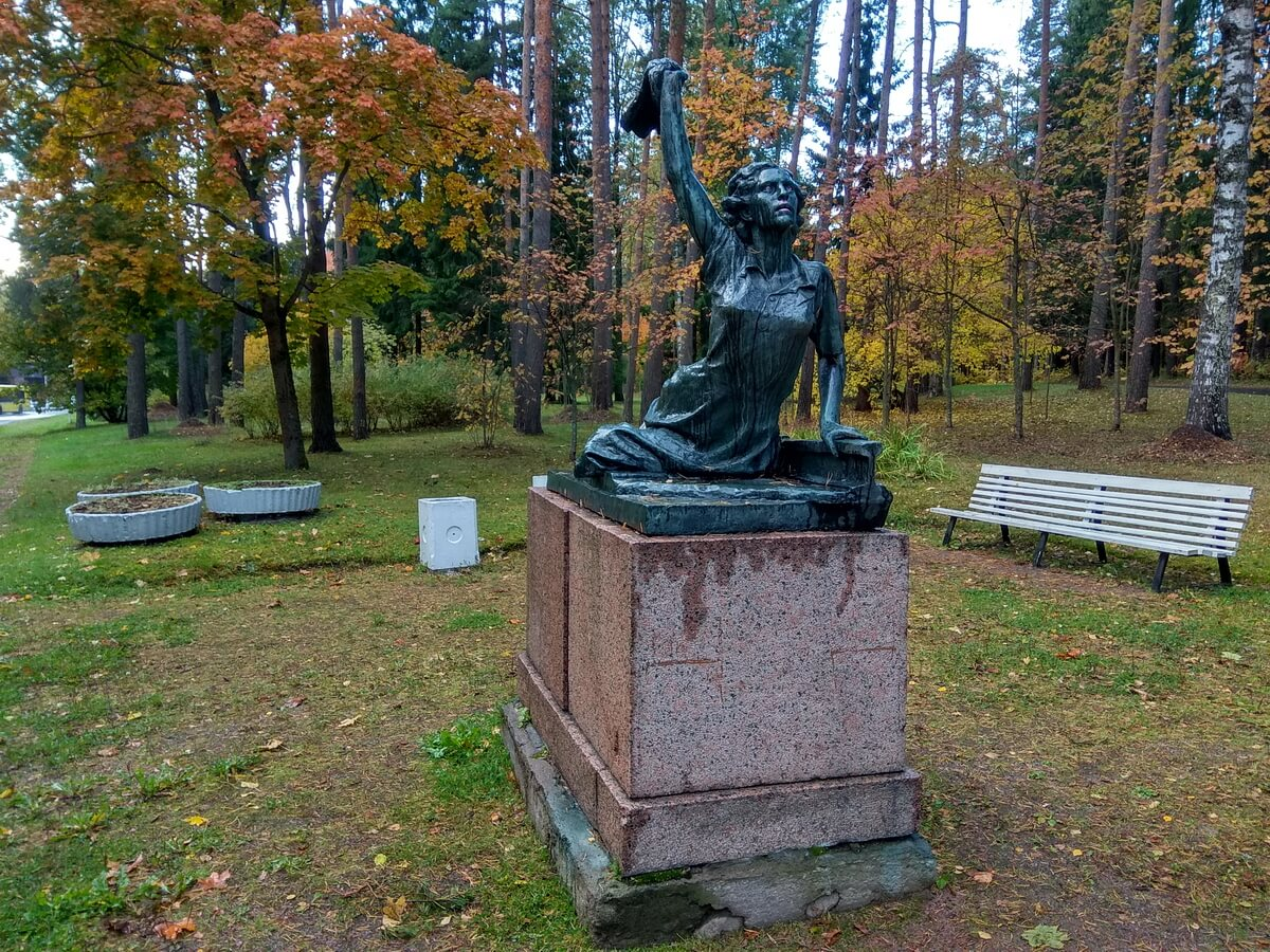 Памятник Раймонде Дьен