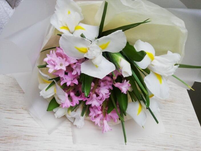 Весенний букет - гиацинты и ирисы