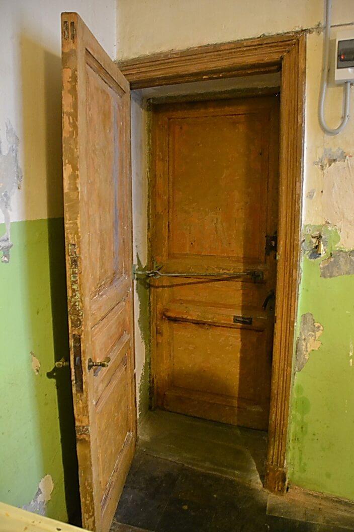 Дверь черного входа