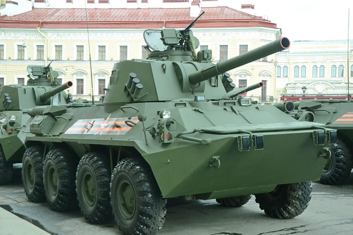 Военная техника участвует в репетиции Парада