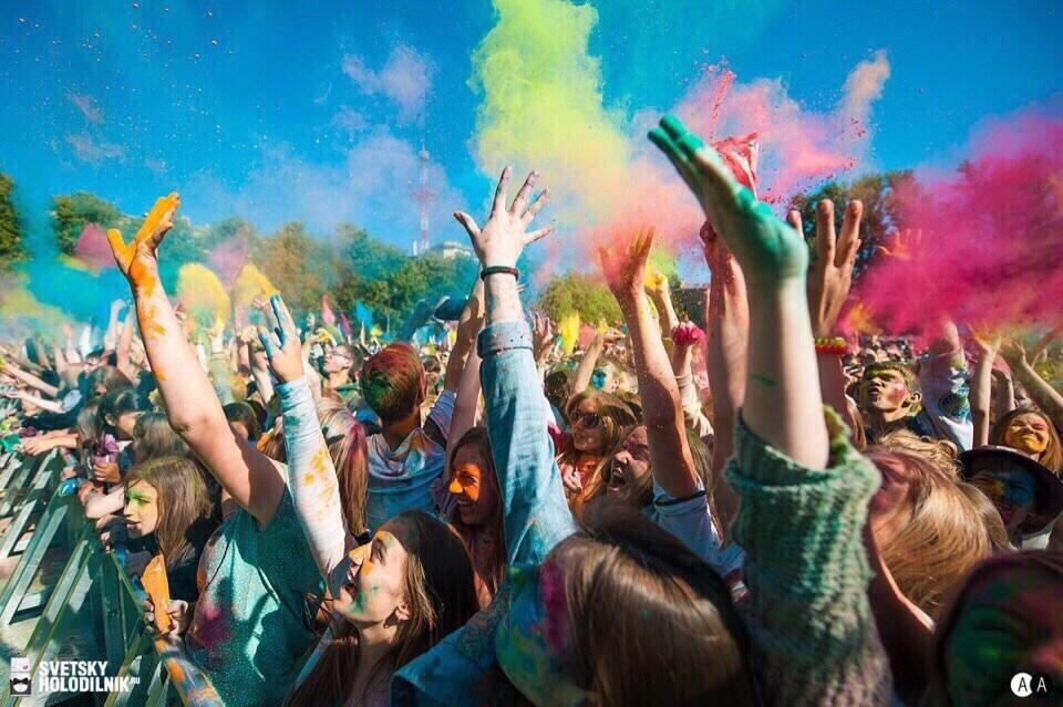 Всероссийский фестиваль красок на стадионе Кировец