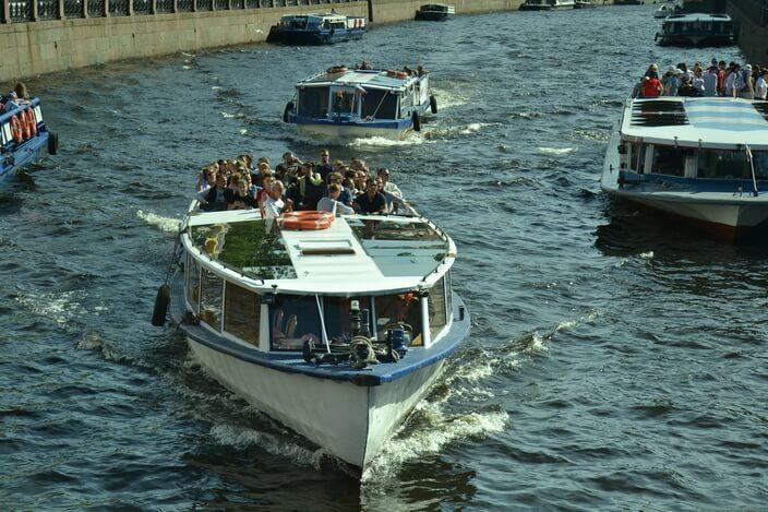 Кораблики на реках и каналах