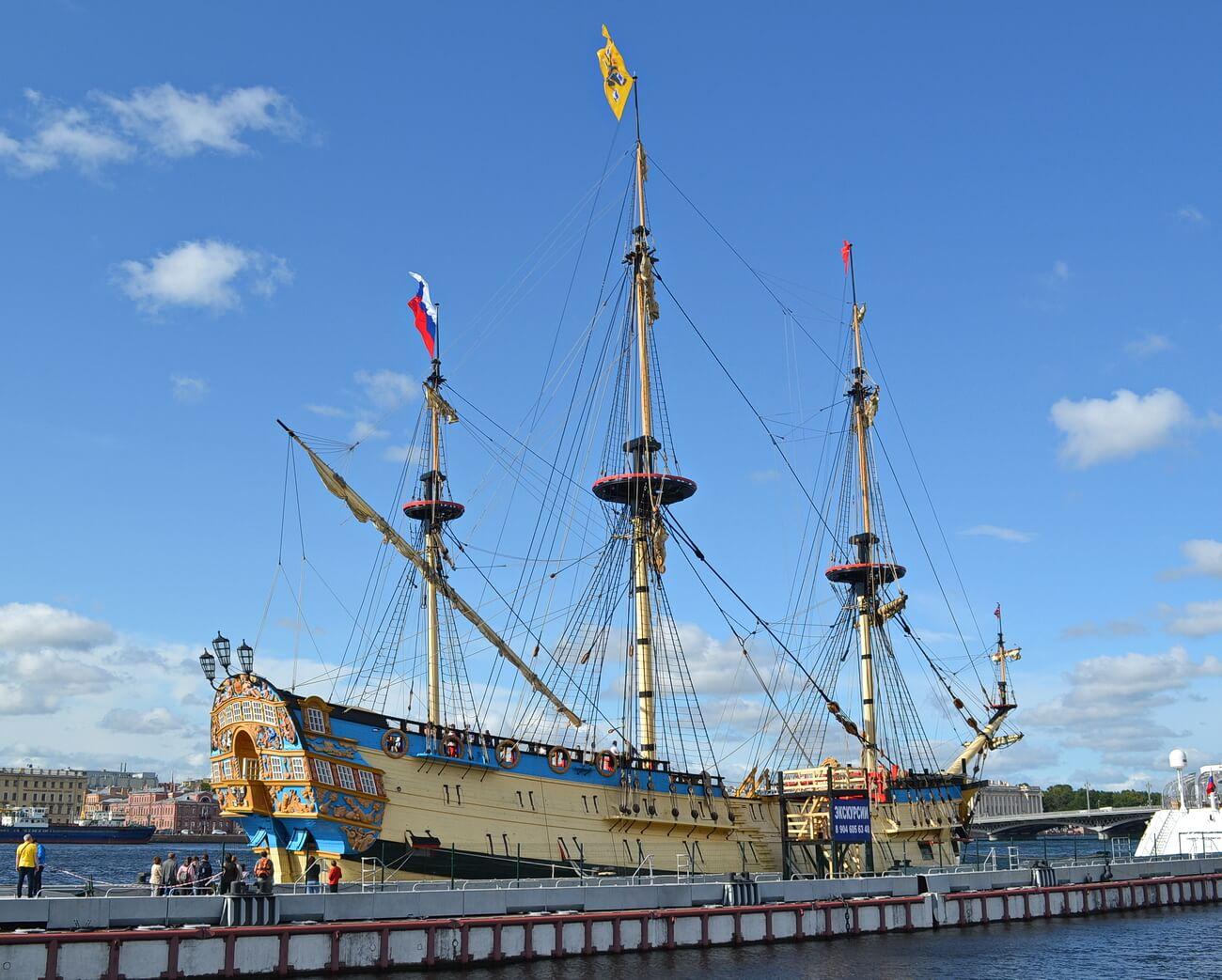 Первый линейный корабль российского флота `Полтава`, участник парада-2019