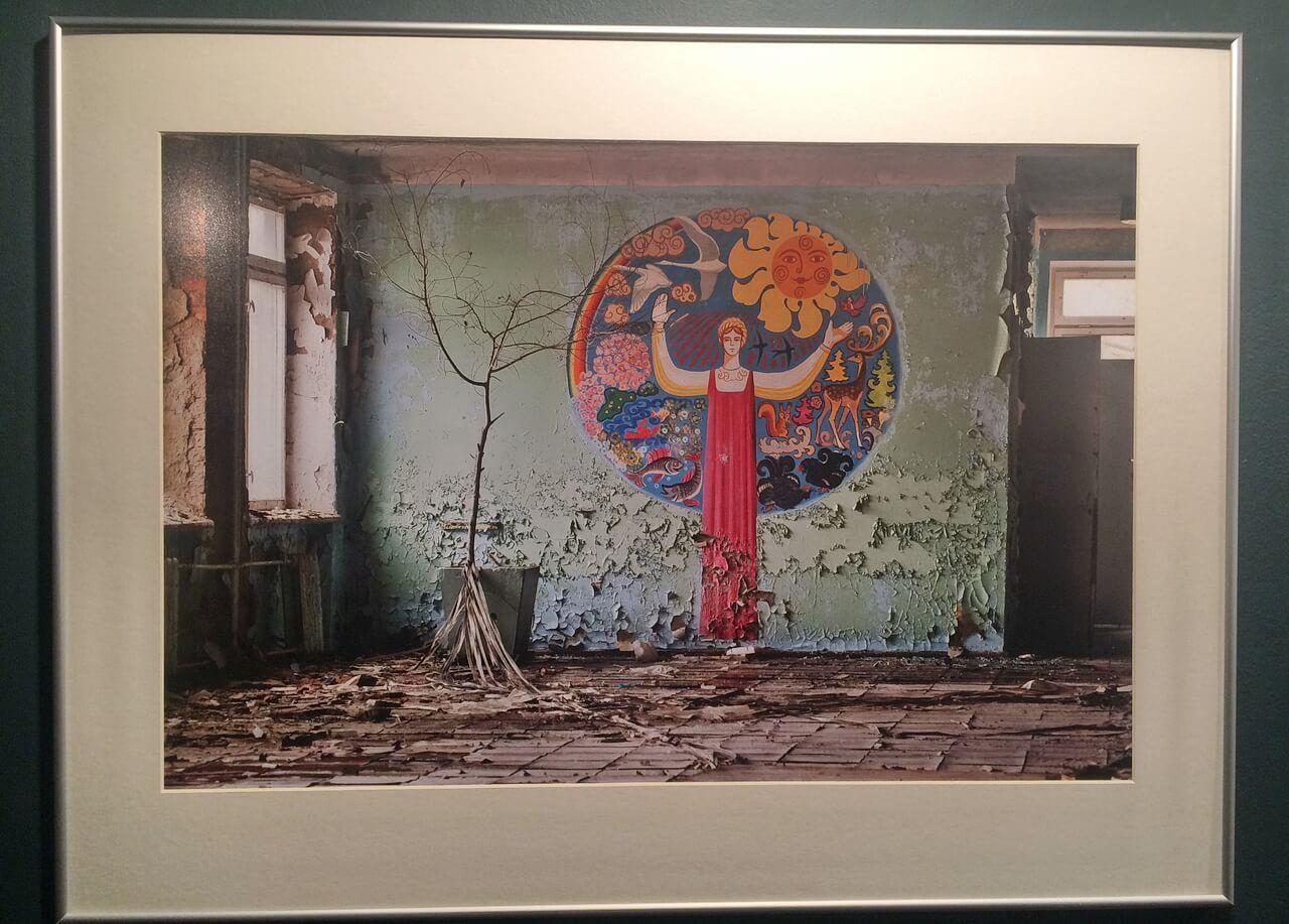 Панно в покинутом здании Чернобыля