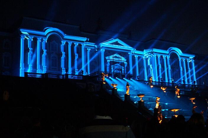 Осенний праздник фонтанов в Петергофе