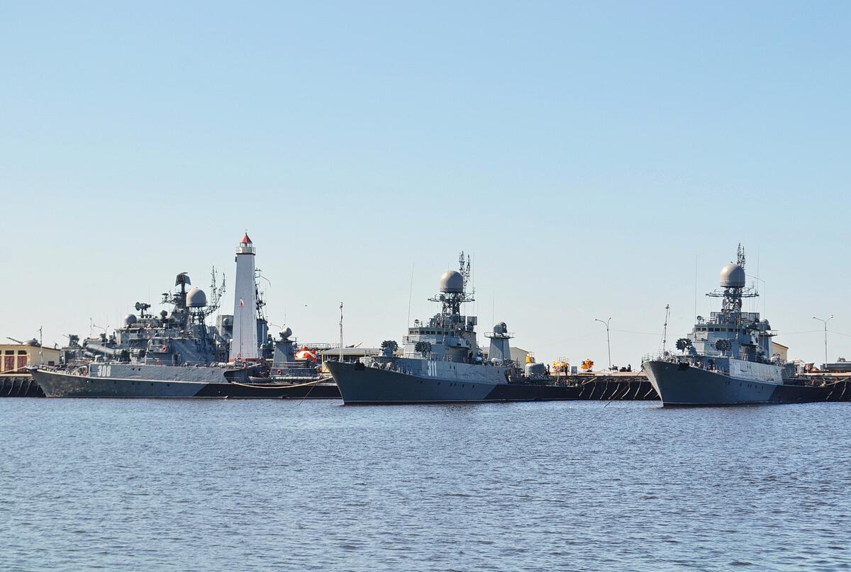 Военные корабли в бухте Кронштадта