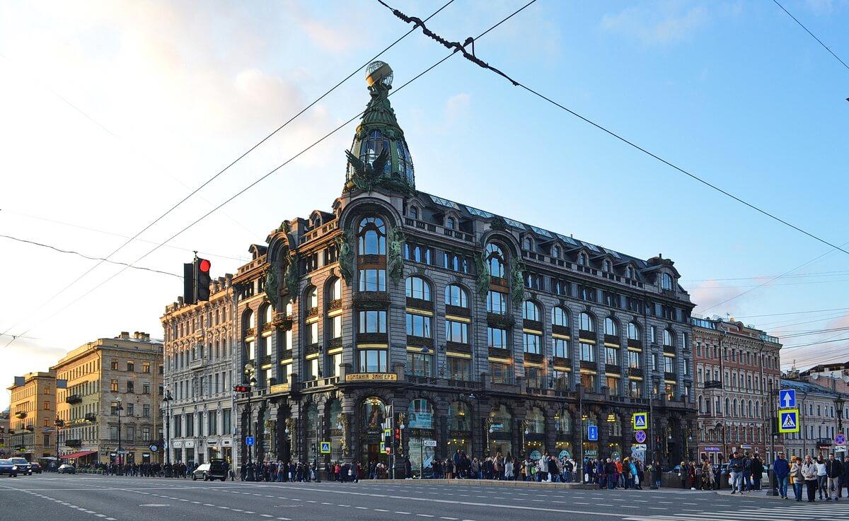 Вид на Дом Зингера с Невского проспекта